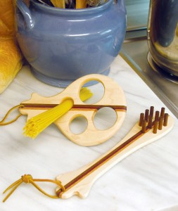 Wooden laminated utensil set