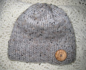 Large wooden button on a seed stitch band add great detail to this hat.